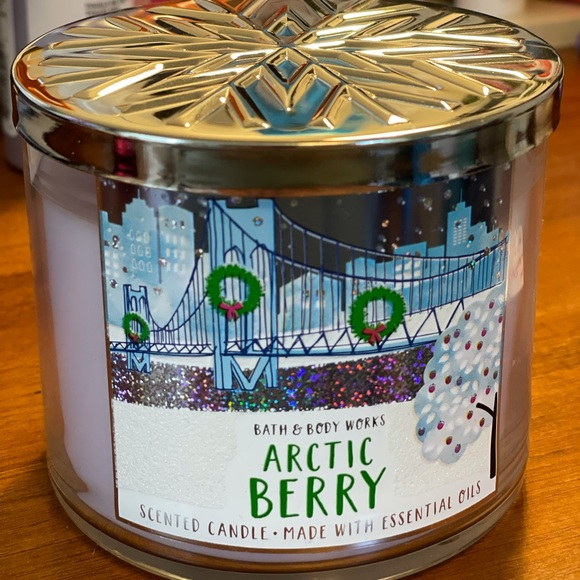 Bath & Body Works Artic Berry Candle - New